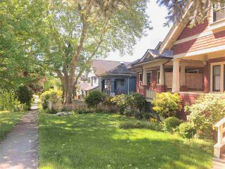 """Photo 2: 1271 E 28TH Avenue in Vancouver: Knight House for sale in """"FRASER/KNIGHT"""" (Vancouver East)  : MLS®# R2584737"""