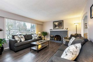 Photo 3: 17027 HEREFORD PLACE in Surrey: Cloverdale BC House for sale (Cloverdale)  : MLS®# R2435487