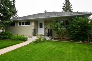 Photo 1: 20 Brantford Crescent NW in Calgary: Brentwood Detached for sale : MLS®# A1135023