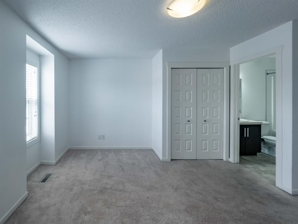 Photo 13: Photos: 544 Mckenzie Towne Close SE in Calgary: McKenzie Towne Row/Townhouse for sale : MLS®# A1128660