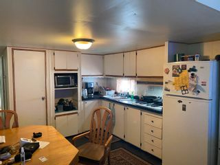 """Photo 3: 37 8266 KING GEORGE Boulevard in Surrey: Fleetwood Tynehead Manufactured Home for sale in """"Plaza"""" : MLS®# R2616816"""
