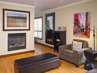 Photo 2: 803 Piermont Pl in VICTORIA: Vi Rockland House for sale (Victoria)  : MLS®# 654203