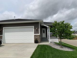Photo 2: 2 Stone Garden Crescent: Carstairs Semi Detached for sale : MLS®# C4293584
