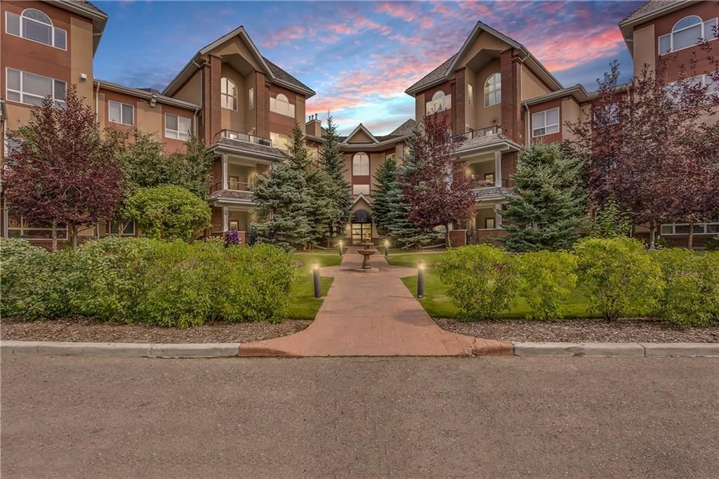 Main Photo: 127 30 SIERRA MORENA Landing SW in Calgary: Signal Hill Apartment for sale : MLS®# C4200846
