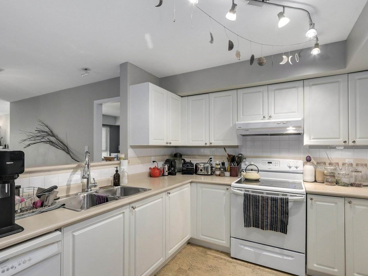Photo 5: Photos: 305 225 E 19TH AVENUE in Vancouver: Main Condo for sale (Vancouver East)  : MLS®# R2173702