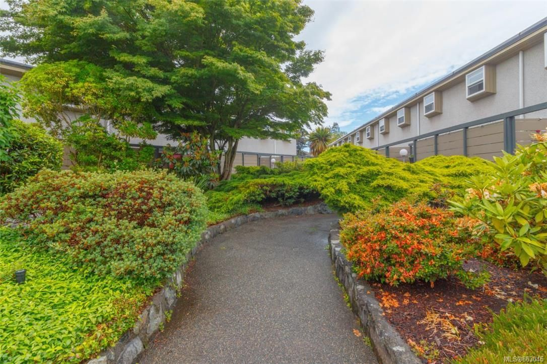 Main Photo: 1533 North Dairy Rd in : Vi Oaklands Row/Townhouse for sale (Victoria)  : MLS®# 863045