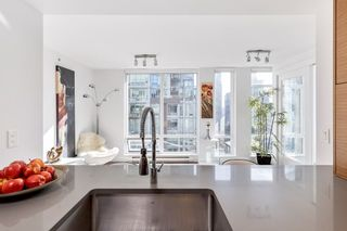 "Photo 13: 802 565 SMITHE Street in Vancouver: Downtown VW Condo for sale in ""VITA"" (Vancouver West)  : MLS®# R2539615"