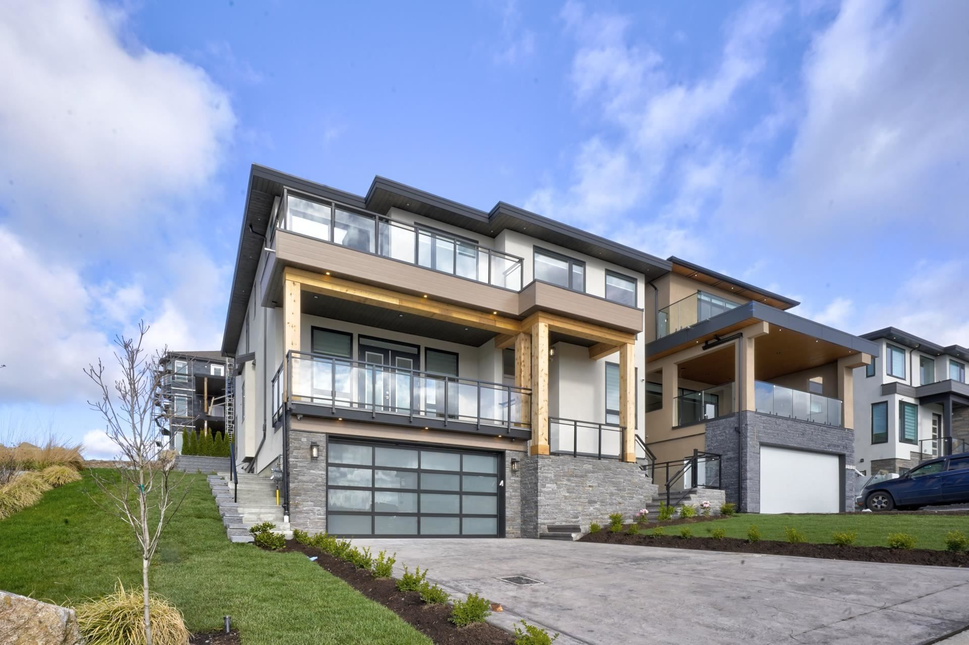 """Main Photo: 2715 MONTANA Place in Abbotsford: Abbotsford East House for sale in """"MCMILLAN / MOUNTAIN"""" : MLS®# R2601418"""