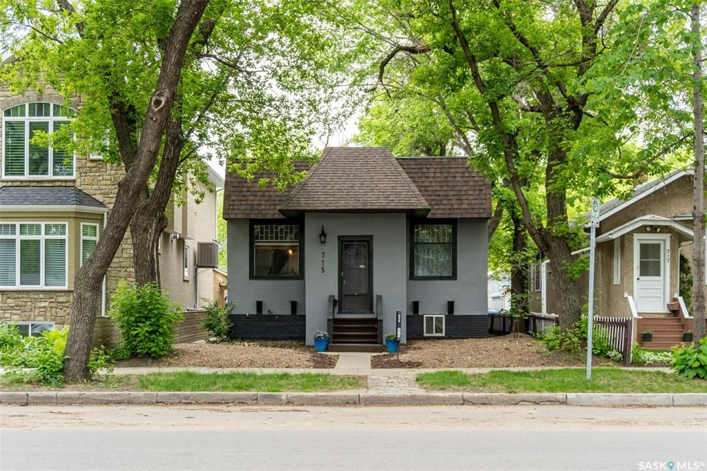 Main Photo: 715 8th Avenue North in Saskatoon: City Park Residential for sale : MLS®# SK858940