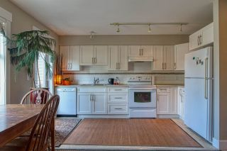 """Photo 4: 6 6233 TYLER Road in Sechelt: Sechelt District Townhouse for sale in """"THE CHELSEA"""" (Sunshine Coast)  : MLS®# R2470875"""