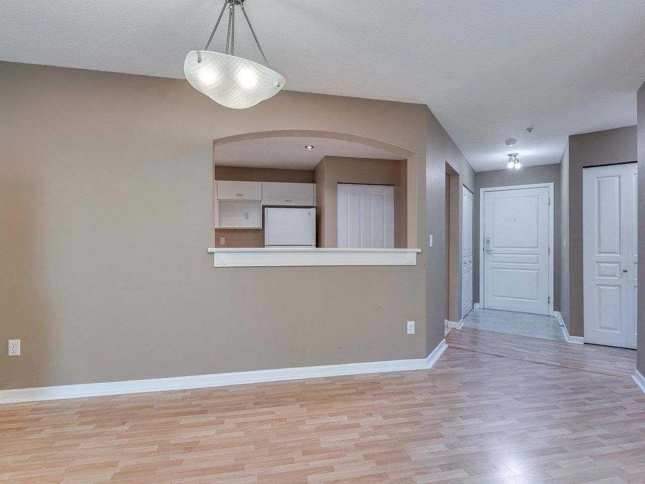 """Photo 12: Photos: 320 1252 TOWN CENTRE Boulevard in Coquitlam: Canyon Springs Condo for sale in """"The Kennedy"""" : MLS®# R2595291"""