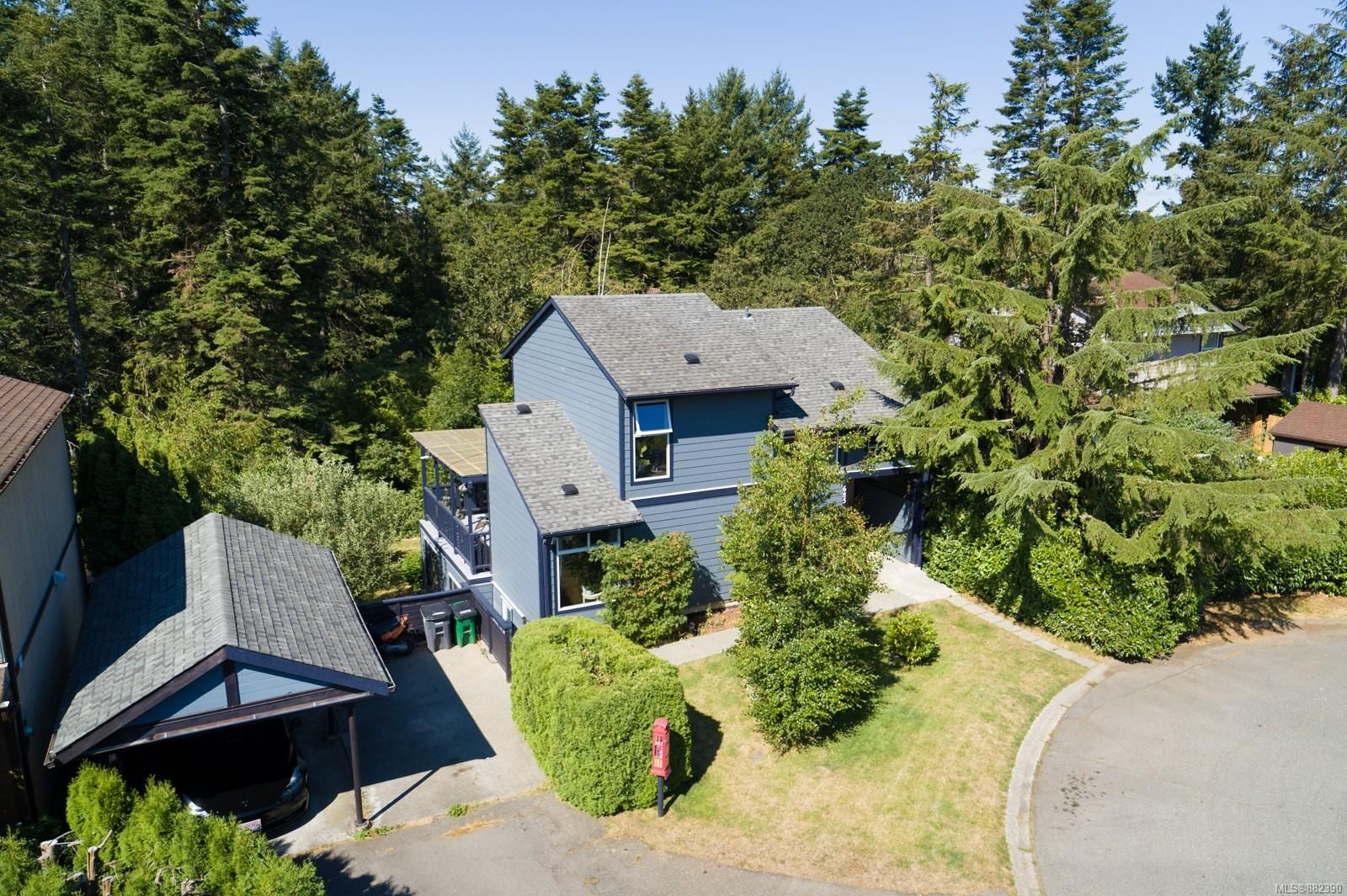 Main Photo: 685 Daffodil Ave in Saanich: SW Marigold House for sale (Saanich West)  : MLS®# 882390