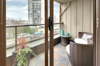 """Photo 1: 402 1040 PACIFIC Street in Vancouver: West End VW Condo for sale in """"Chelsea Terrace"""" (Vancouver West)  : MLS®# R2239009"""