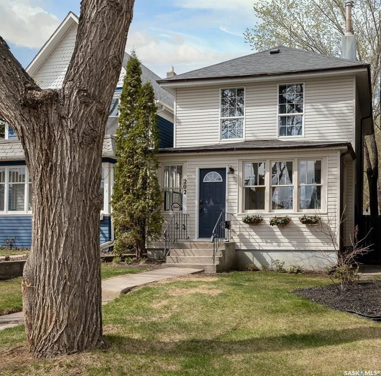 Main Photo: 202 28th Street West in Saskatoon: Caswell Hill Residential for sale : MLS®# SK860382