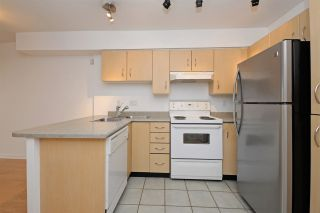 """Photo 8: C1 332 LONSDALE Avenue in North Vancouver: Lower Lonsdale Condo for sale in """"The Calypso"""" : MLS®# R2198607"""
