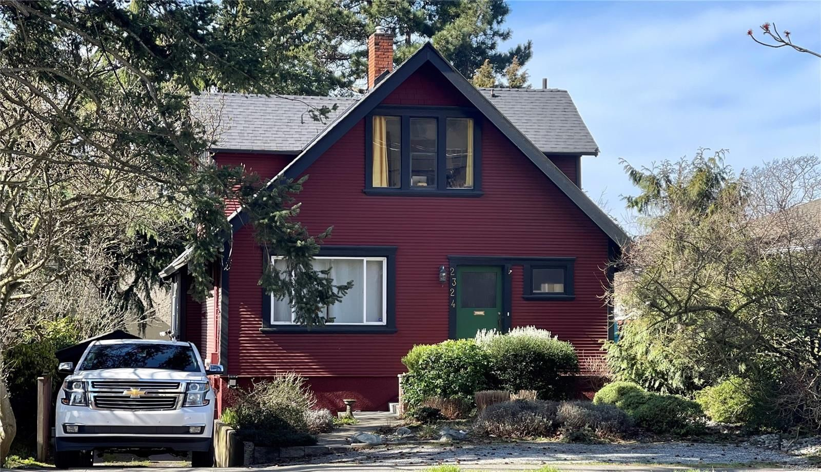 Main Photo: 2324 Richmond Rd in : Vi Jubilee House for sale (Victoria)  : MLS®# 869564