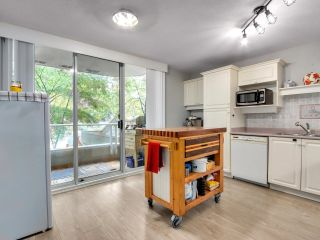 """Photo 7: 302 412 TWELFTH Street in New Westminster: Uptown NW Condo for sale in """"WILTSHIRE HEIGHTS"""" : MLS®# R2625659"""
