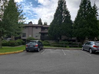 "Photo 2: 14850 HOLLY PARK Lane in Surrey: Guildford Townhouse for sale in ""HOLLY PARK LANE"" (North Surrey)  : MLS®# R2466709"