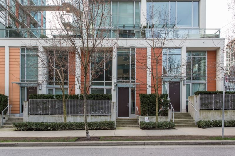 "Main Photo: 1311 CONTINENTAL Street in Vancouver: Downtown VW Townhouse for sale in ""Maddox"" (Vancouver West)  : MLS®# R2445370"