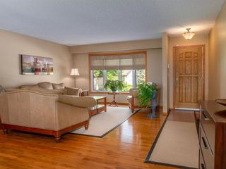 Photo 3: 90 Healy Crescent in Winnipeg: River Park South Residential for sale (2F)  : MLS®# 202122238