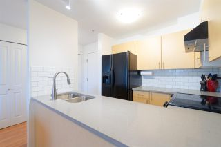 """Photo 4: 302 335 CARNARVON Street in New Westminster: Downtown NW Condo for sale in """"KINGS GARDEN"""" : MLS®# R2320982"""