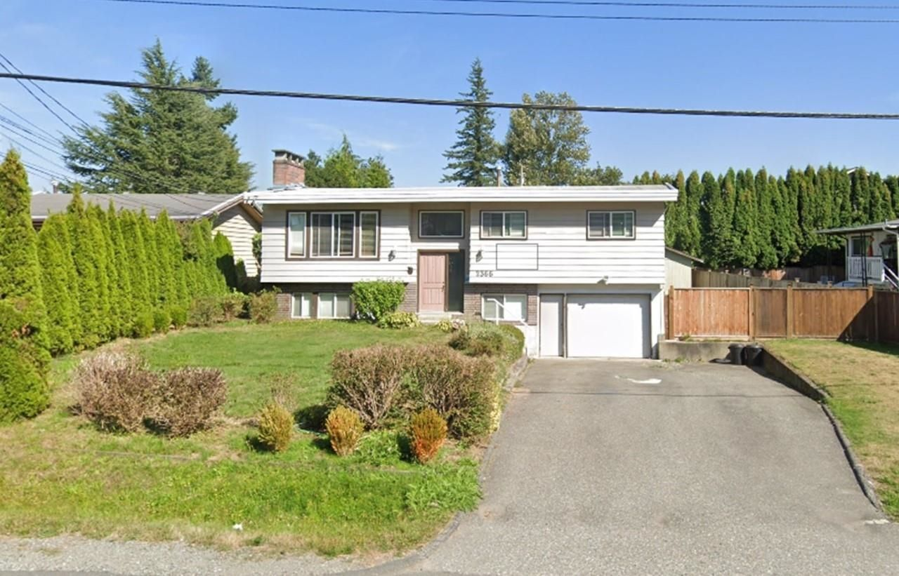 Main Photo: 2366 BROADWAY Street in Abbotsford: Abbotsford West House for sale : MLS®# R2623984