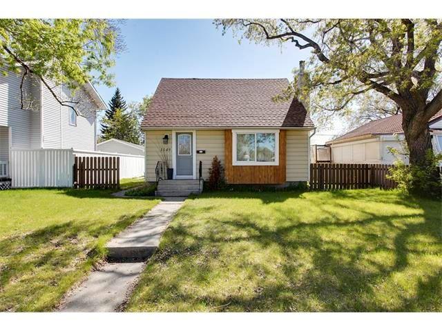 Main Photo: 1049 REGAL Crescent NE in Calgary: Renfrew_Regal Terrace House for sale : MLS®# C4013292