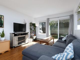 Photo 2: 12 2669 Shelbourne St in : Vi Jubilee Row/Townhouse for sale (Victoria)  : MLS®# 869567