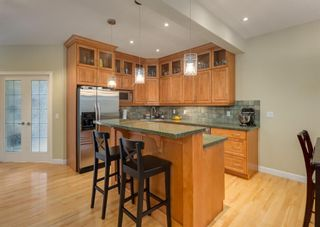 Photo 9: 2015 6 Avenue NW in Calgary: West Hillhurst Semi Detached for sale : MLS®# A1105815