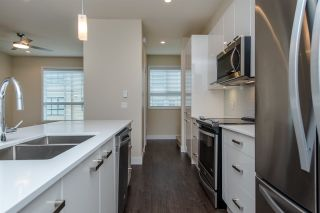 """Photo 6: 17 1968 N PARALLEL Road in Abbotsford: Abbotsford East Townhouse for sale in """"Parallel North"""" : MLS®# R2173432"""