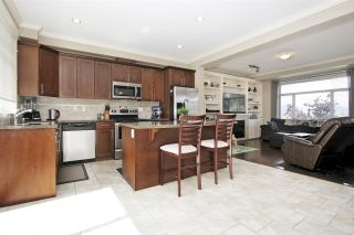 """Photo 5: 25 5623 TESKEY Way in Chilliwack: Promontory Townhouse for sale in """"Wisteria Heights"""" (Sardis)  : MLS®# R2557666"""