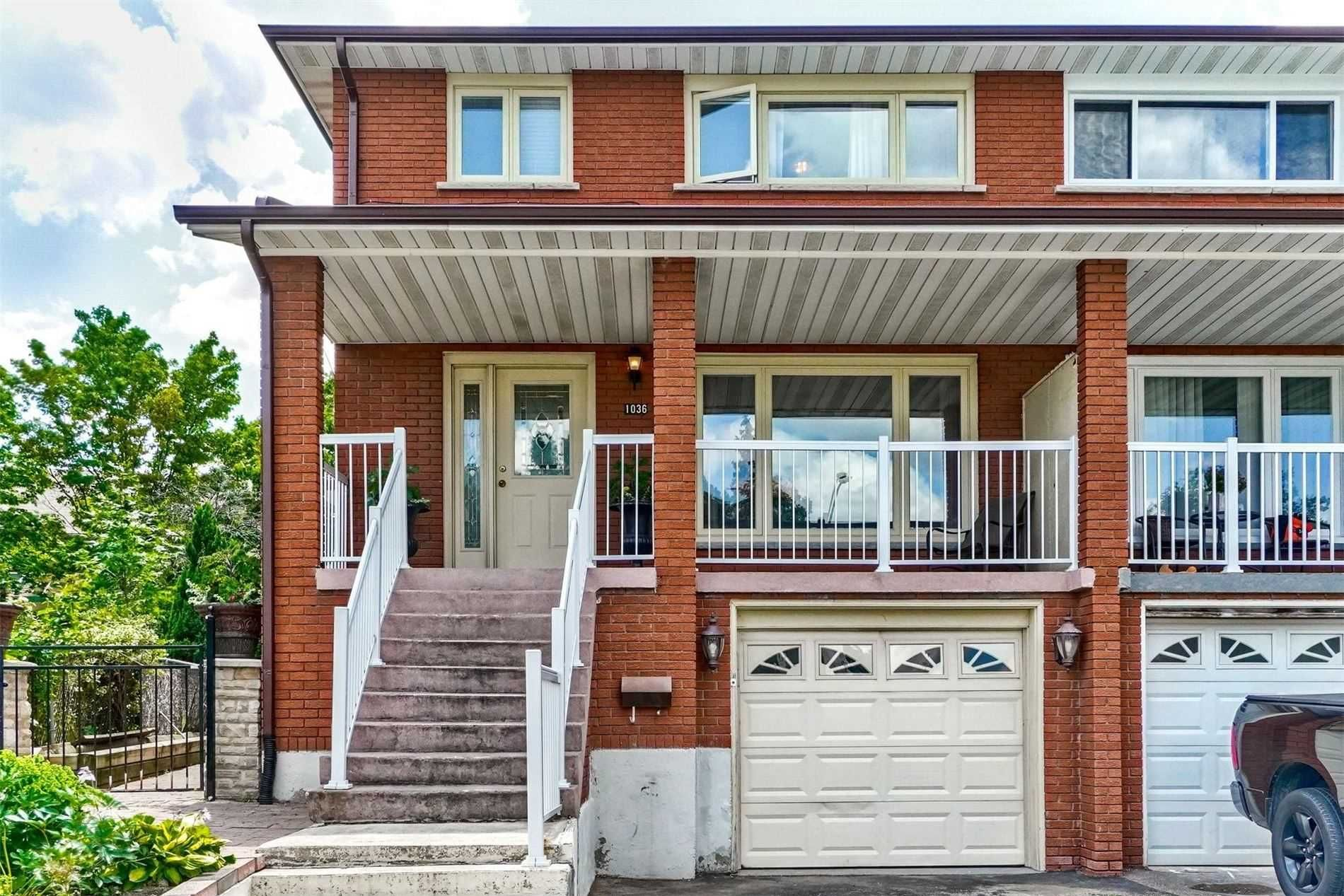 Main Photo: 1036 Stainton Drive in Mississauga: Erindale House (2-Storey) for sale : MLS®# W5316600