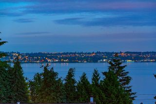 """Photo 5: 2386 KINGS Avenue in West Vancouver: Dundarave House for sale in """"Dundarave Village by the Sea"""" : MLS®# R2620765"""