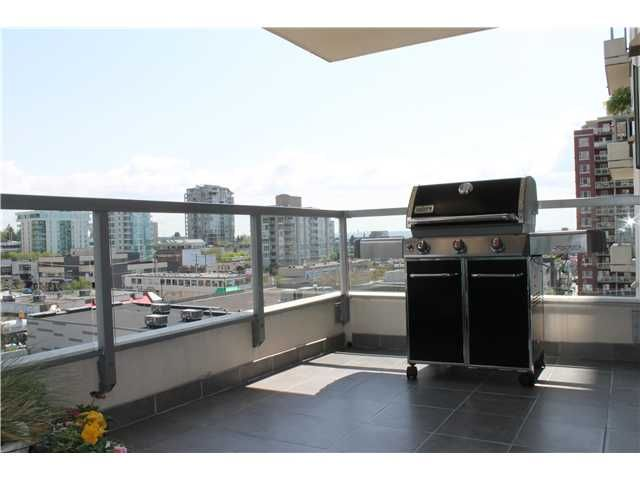 "Main Photo: 705 121 W 16TH Street in North Vancouver: Central Lonsdale Condo for sale in ""THE SILVA"" : MLS®# V952301"