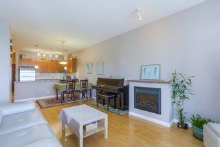 "Photo 5: 305 15385 101A Avenue in Surrey: Guildford Condo for sale in ""Charlton Park"" (North Surrey)  : MLS®# R2375782"