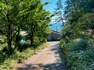 Photo 3: 586 BAKERVIEW Drive: Mayne Island House for sale (Islands-Van. & Gulf)  : MLS®# R2529292