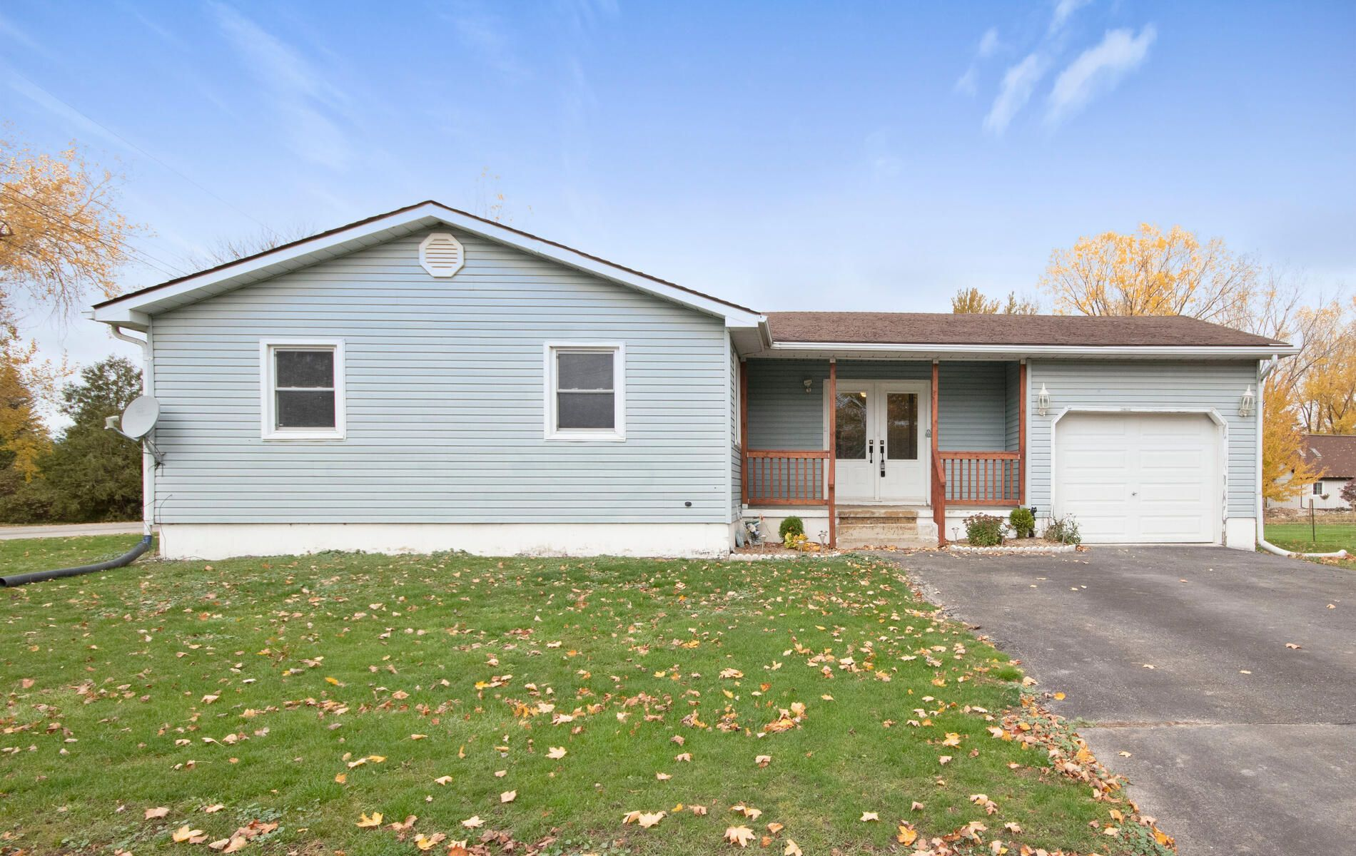 Main Photo: 36810 CREDITON Road in Dashwood: Property for sale : MLS®# 40038632