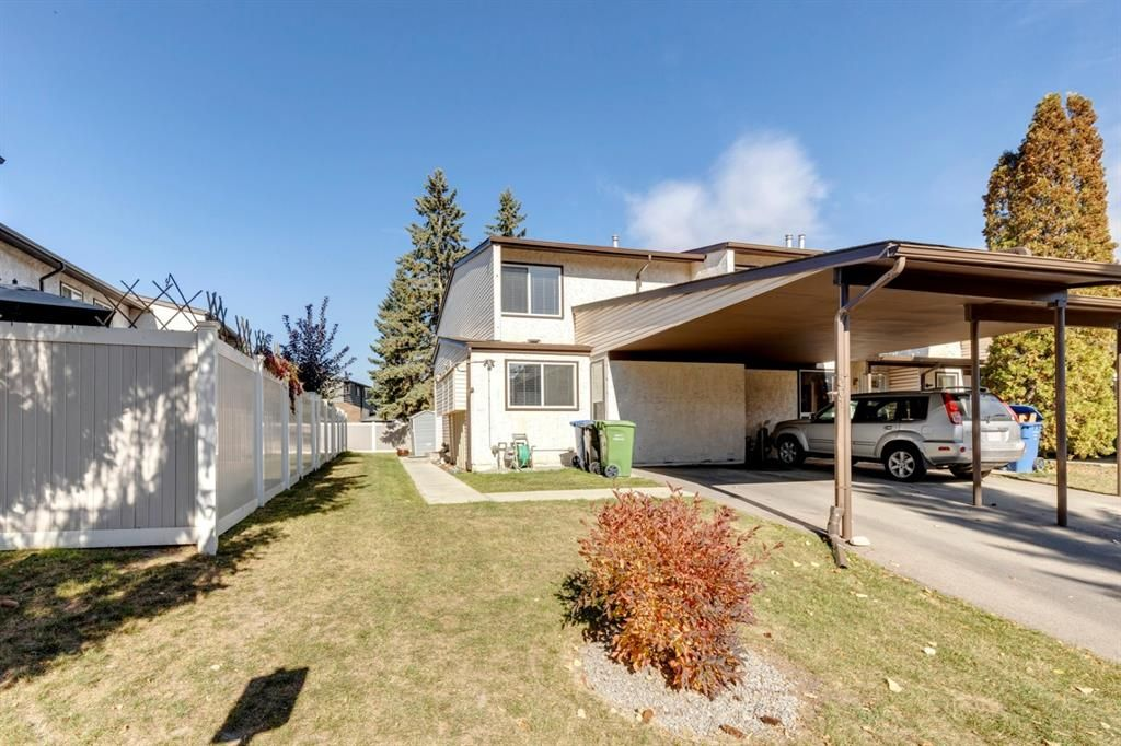 Main Photo: 301 9930 Bonaventure Drive SE in Calgary: Willow Park Row/Townhouse for sale : MLS®# A1150747
