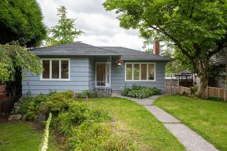 Main Photo: 809 E 5TH Street in North Vancouver: Queensbury House for sale : MLS®# R2592967