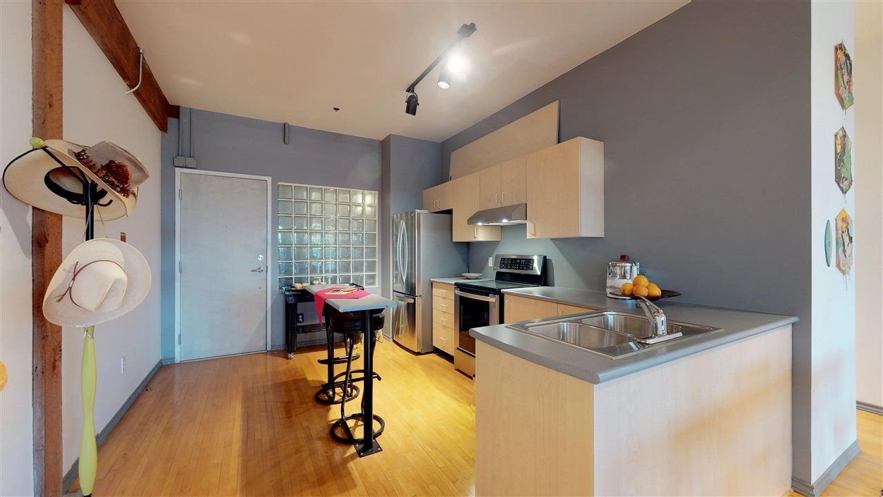 """Photo 4: Photos: 221 2556 E HASTINGS Street in Vancouver: Renfrew VE Condo for sale in """"L'Atelier"""" (Vancouver East)  : MLS®# R2275528"""