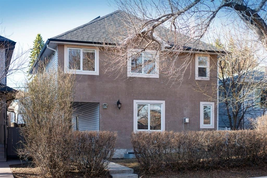 Main Photo: 135 25 Avenue NW in Calgary: Tuxedo Park Detached for sale : MLS®# A1094947