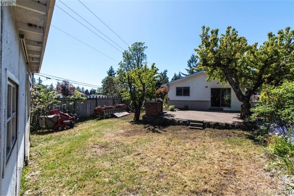 Photo 15: Photos: 1130 Goldstream Ave in VICTORIA: La Langford Lake House for sale (Langford)  : MLS®# 786306