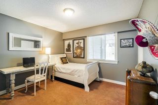 """Photo 13: 5901 ABERDEEN Street in Surrey: Cloverdale BC House for sale in """"Jersey Hills"""" (Cloverdale)  : MLS®# R2383785"""