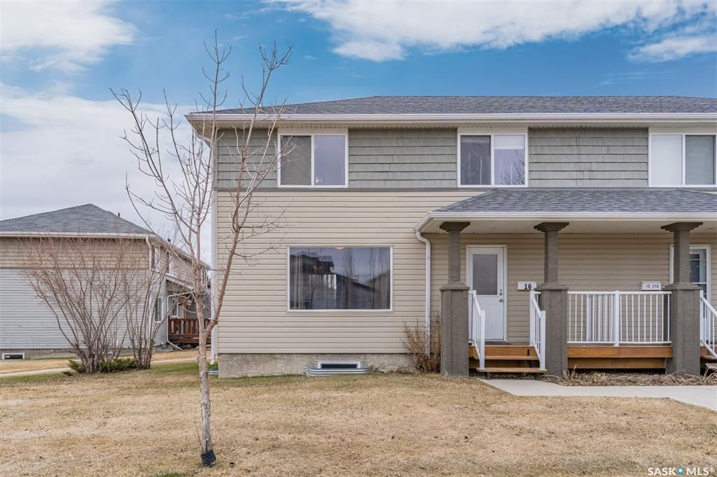 Main Photo: 16 310 Camponi Place in Saskatoon: Fairhaven Residential for sale : MLS®# SK850701