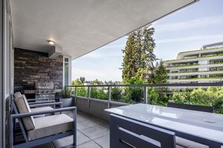"""Photo 15: 305 788 ARTHUR ERICKSON Place in West Vancouver: Park Royal Condo for sale in """"Evelyn by Onni"""" : MLS®# R2597898"""