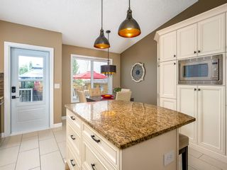 Photo 12: 101 Appleside Close SE in Calgary: Applewood Park Detached for sale : MLS®# A1128476