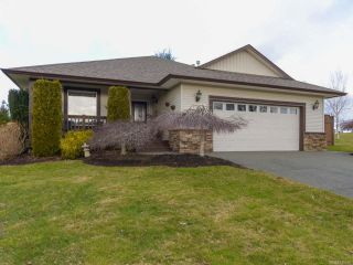 Photo 1: 2192 STIRLING Crescent in COURTENAY: CV Courtenay East House for sale (Comox Valley)  : MLS®# 749606