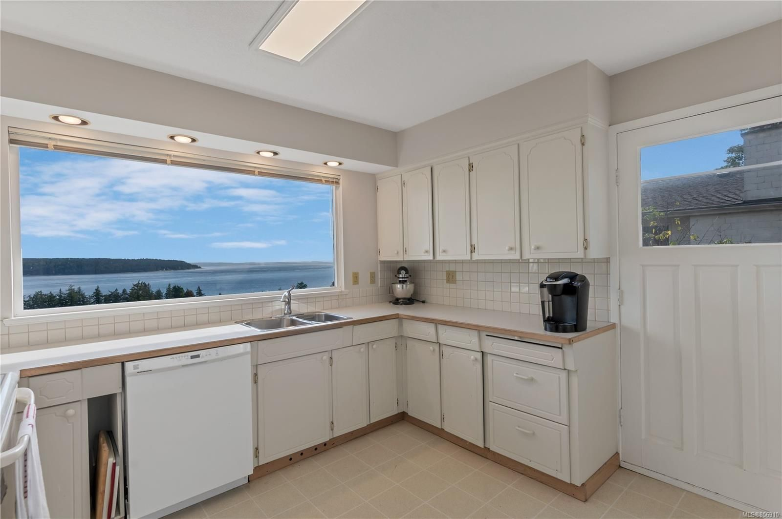 Photo 10: Photos: 215 S Alder St in : CR Campbell River Central House for sale (Campbell River)  : MLS®# 856910