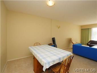 Photo 7: Photos: 111 1490 Garnet Rd in VICTORIA: SE Cedar Hill Condo for sale (Saanich East)  : MLS®# 575879