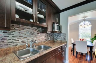 Photo 9: 10 9540 PRINCE CHARLES Boulevard in Surrey: Queen Mary Park Surrey Townhouse for sale : MLS®# R2162922